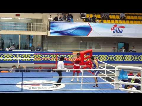 الملاكم حسن البرص مع الملاكم الكازخستاني