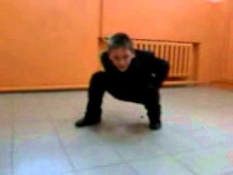 devushka-ne-dobezhala-do-tualeta