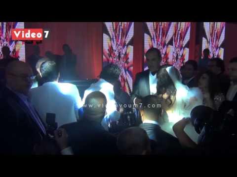 بالفيديو.. الكينج محمد منير يغنى « الليلة » فى حفل زفاف إبنة فيفى عبده