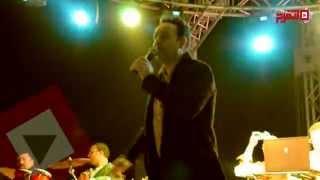 اتفرج| مصطفى قمر يحتفل بيوم اليتيم على طريقته الخاصة