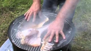 Weber Elektrogrill Räuchern : Fische räuchern weber smokey mountain cooker von etheontv youtube