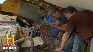 American Pickers: Mike Grabs An Amoco Table And A Gumball Machine (S18, E3) | History - HISTORYCHANNEL