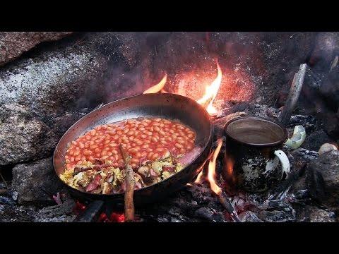 Speck, Bohnen, Rührei Frühstück im Waldläufer Lager