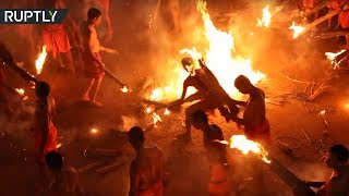 Fire Fight: Devotees of Hindu goddess Durga celebrate Agni Keli festival in India - RUSSIATODAY