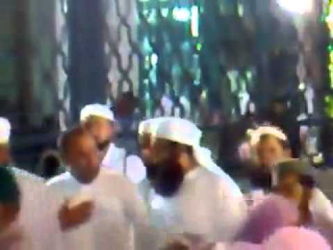 Hajj 2012  Mulana Tariq Jameel In Madinah Munawarah Such a Great personality