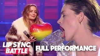 آن هاثاواي تقلد مايلي سايرس في أغنية Wrecking Ball