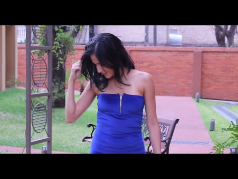 How to make: Little blue dress with a twist