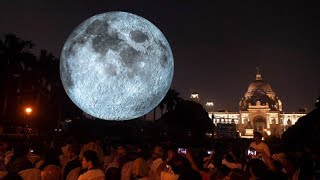 Museum of the Moon lands in City of Joy, Kolkatans throng Victoria Memorial - TIMESOFINDIACHANNEL