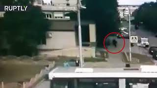 CCTV: Moment police officer kills Surgut knife attacker caught on cam - RUSSIATODAY