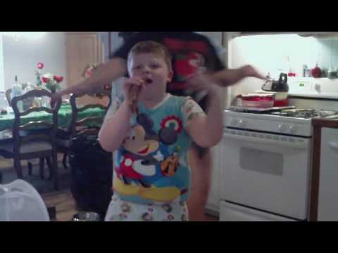 Kid Singing and Dancing to Lady Gaga Bad Romance!