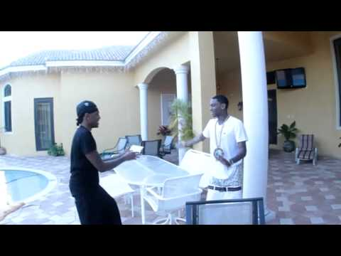 Rich Nigga Basketball: Soulja Boy Clownin About To Throw Jbar's Blackberry Into The Pool!