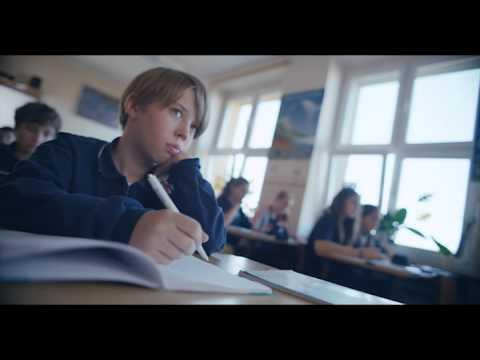 """Spot reklamowy kampanii """"Poznaj Mistrzów Kodowania"""", w którym wystąpił Nikodem Pietras"""
