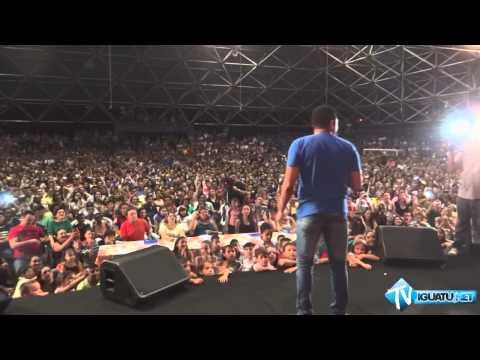 Show de 'Tirulipa' leva multidão ao ginásio do SESC de Iguatu