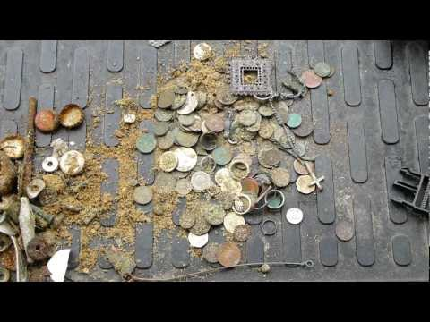 Beach metal detecting with Mal at Bournemouth, UK - 03rd May 2012