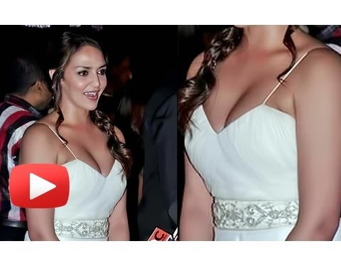 Watch Esha Deol's Deep Cleavage Show At Sridevi's Birthday Party !