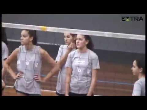 Sasha Meneghel jogando vôlei xuxa