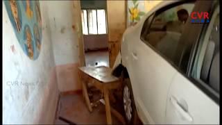గవర్నమెంట్ స్కూల్లో కారు బీభత్సం..  Car Hulchul in Government School in Visakhapatnam District - CVRNEWSOFFICIAL