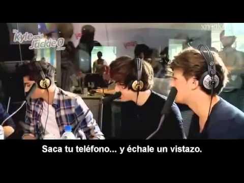 One Direction jugando con globos de helio (Traducido al español)_(360p)