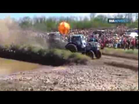 Une course de tracteurs agricoles dans le sud de la Russie