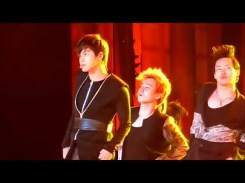TVXQ! - MAXIMUM (LIVE at Sydney K-POP Fest 2011)