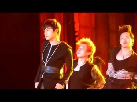 TVXQ! - MAXIMUM (LIVE at Sydney K-POP Fest 2011)