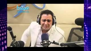 بالفيديو والصور..ملحن «حلاوة روح» ومطرب «الدمعة صعبة» على الراديو 9090