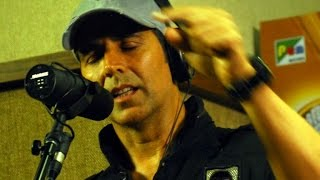 Watch Akshay Kumar's live song recording - BOLLYWOODCOUNTRY