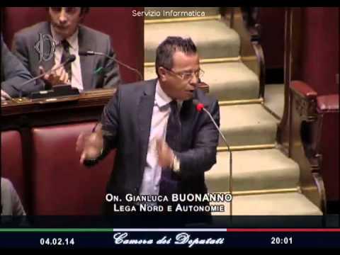 Dl Carceri, la Camera approva la fiducia. <b>Buonanno</b> (Lega) mostra <b>&#8230;</b>