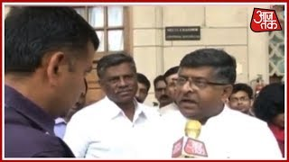 Breaking News | Ravi Shankar Prasad Questions Congress' Silence Over Cambridge Analytica Row - AAJTAKTV