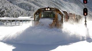 Karları Parçalayan Tren!
