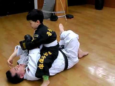 (97)He is studying Gongkwon Yusul under the tutorship of Master Kang(Korea jiu jitsu Hakido)