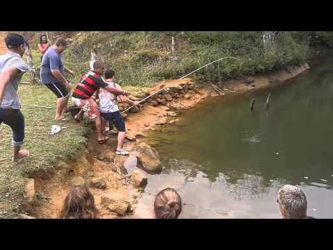 História de Pescador: Pescando o Maior peixe do Lago na Fazenda