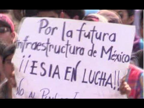 20.000 estudiantes marchan en México contra las reformas educativas