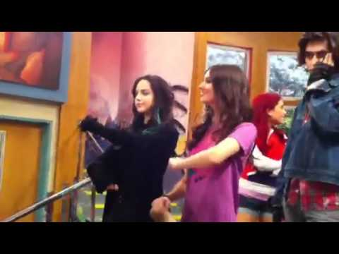 Victorious: The Cast Gets Ready To Film