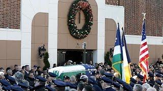 تشييع جنازة شرطيين أمريكيين قتلا على يد مواطن أسود في نيويورك