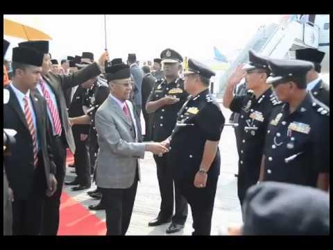 Menyambut Ketibaan DYMM Yang di Pertuan Agong Tuanku Abdul Halim Mu
