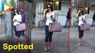 Bollywood Actress Ameesha Patel Spotted At Bandra Salon - HUNGAMA