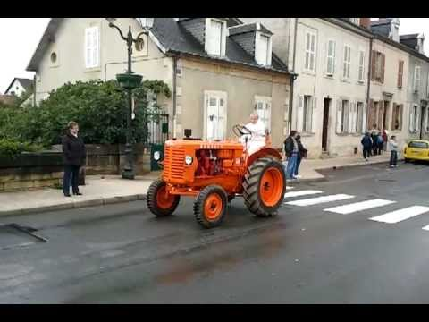 défilé vieux tracteurs a st amand montrond.