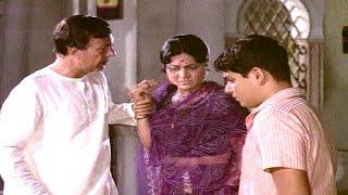Nirupa Roy slaps her son - EROSENTERTAINMENT