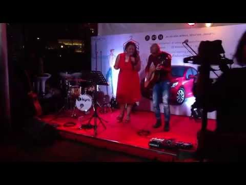 BubuGiri - Wonderwall (Cover) @ Mazda Fashion Street 2014