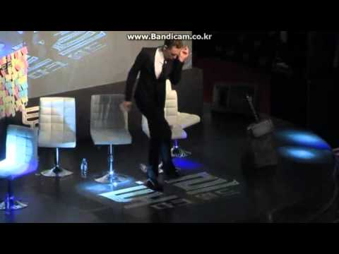 TOM HIDDLESTON DANCING!