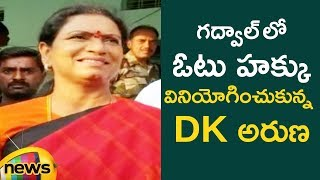 DK Aruna Cast His Vote in Gajwal | #TelanganaElections2018 | Mango News - MANGONEWS