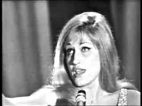 """""""Bambino"""" z 1956 roku to pierwszy hit Dalidy, często mylnie brany za jej pierwszą piosenkę."""