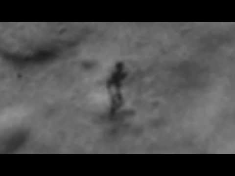 Sosok Alien Berjalan di Bulan?