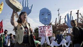 """بالفيديو.. تجدد المظاهرات في سياتل الأمريكية ضد شركة """"شل"""""""
