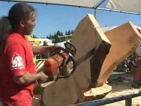 Chainsaw art time lapse