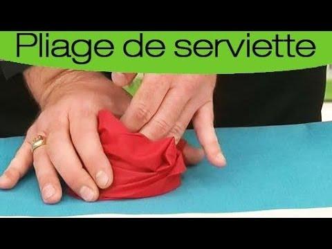 Pliage de serviette en forme de rose