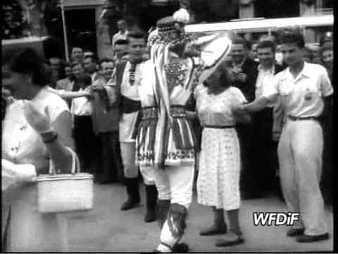 """Relacja z """"międzykulturowych"""" spotkań na Festiwalu Młodzieży w 1955 roku"""