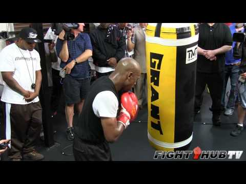 Floyd Mayweather vs. Robert Guerrero: Mayweather heavy bag workout (HD)