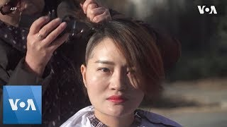 Wife of Detained China Activist Goes Bald - VOAVIDEO